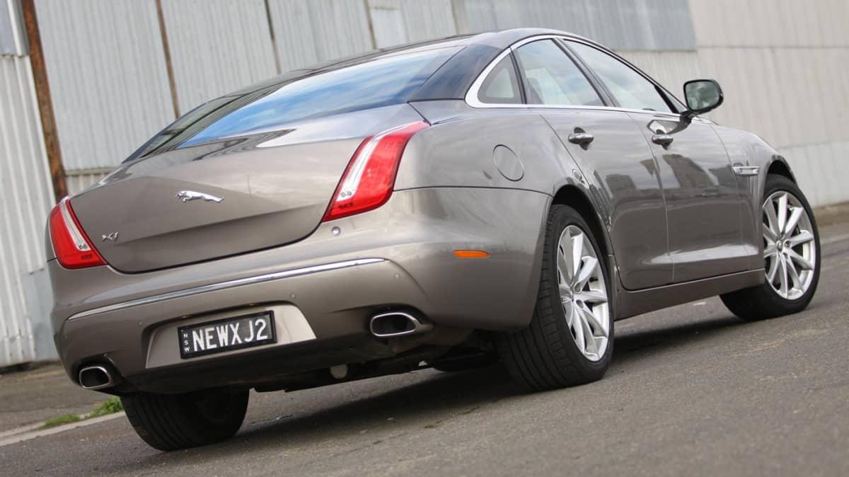 2011_jaguar_xj_diesel_road_test_review_08