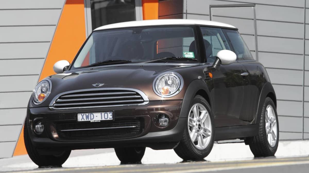 2011 MINI Cooper Hatch Review