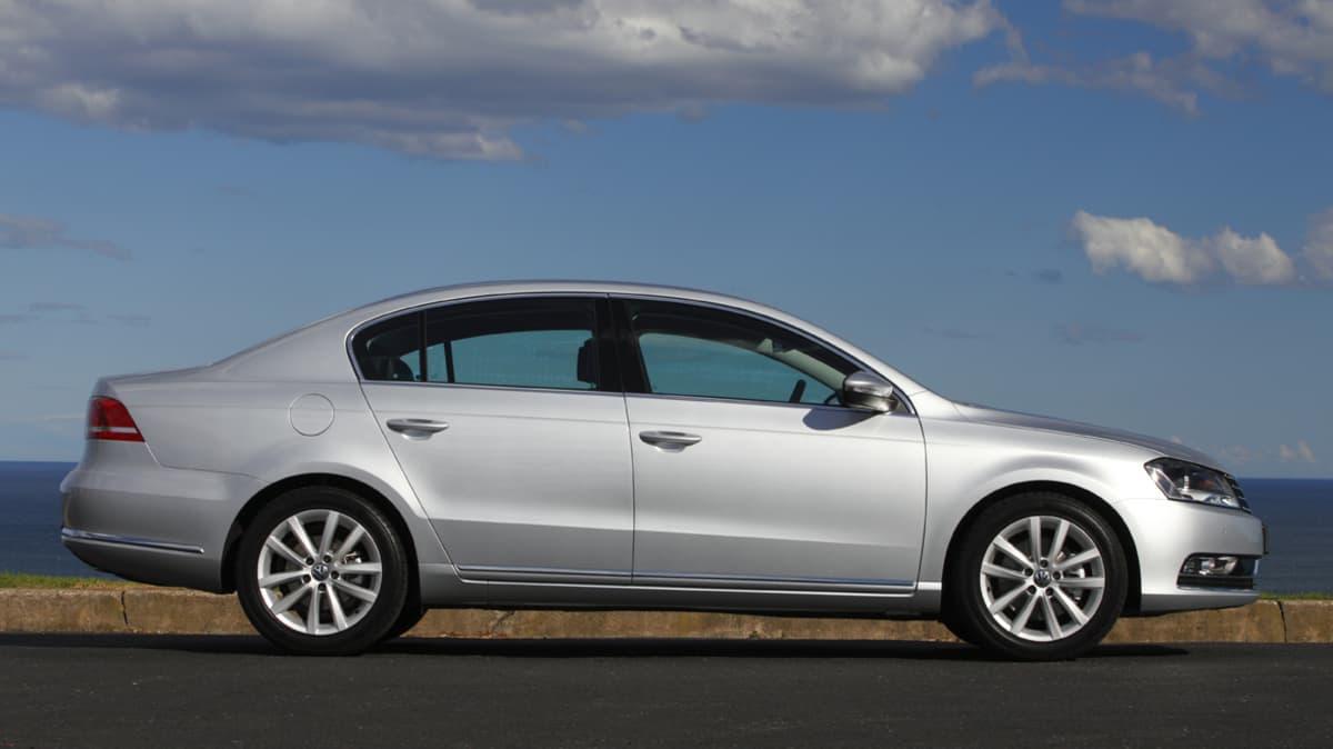 2011_volkswagen_passat_sedan_australia_125tdi_highline_04