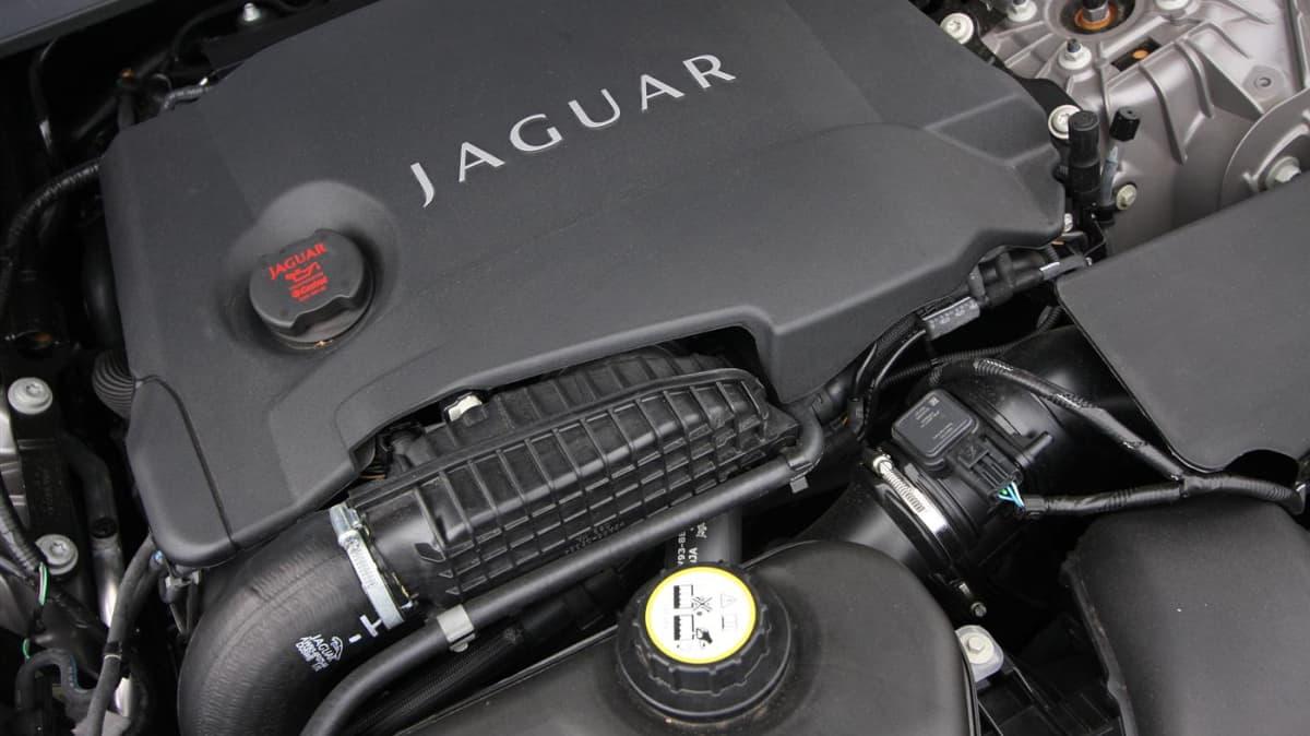 2011_jaguar_xj_diesel_road_test_review_22