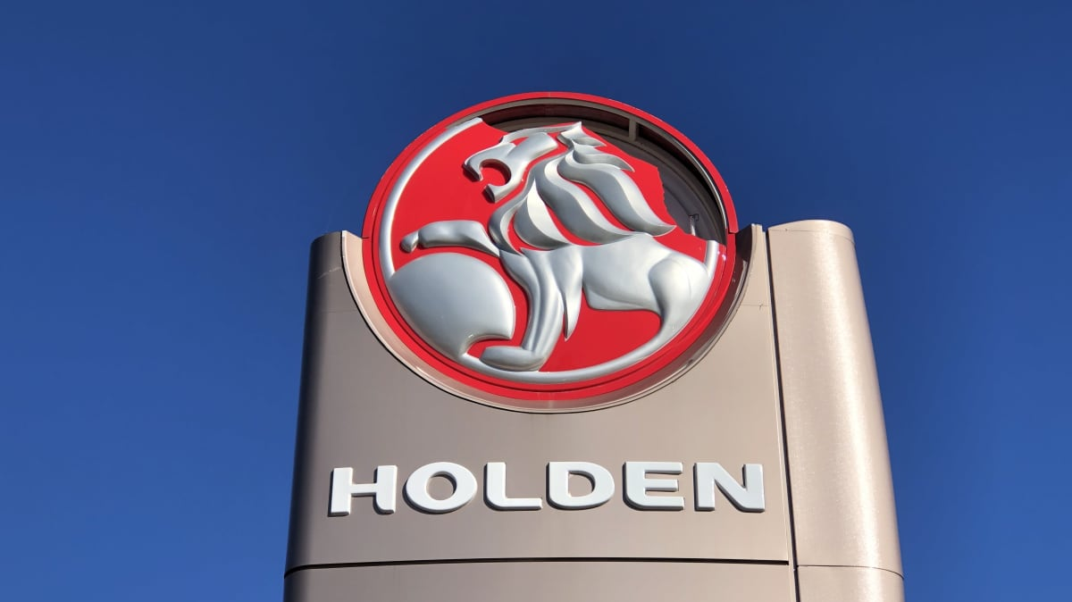Holden down to its last 2000 cars, some dealers already taking down signs
