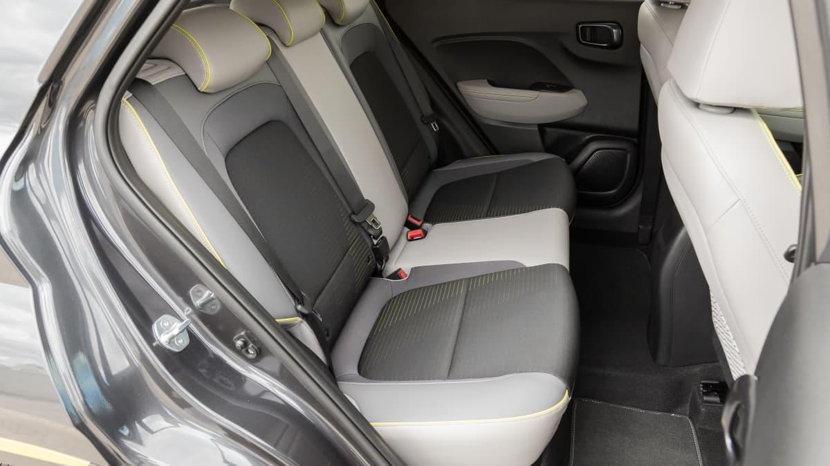 2020 Volkswagen Polo Style 85TSI v Hyundai Venue Elite-2