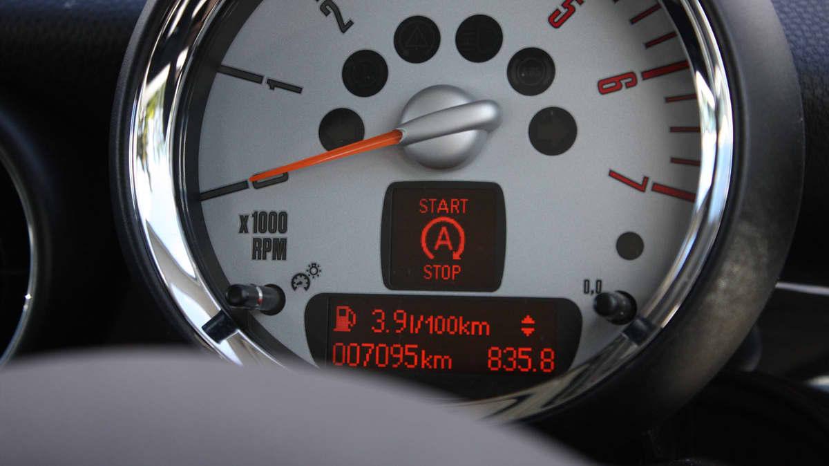 2010_mini_cooper-d_road-test-review_28.jpg