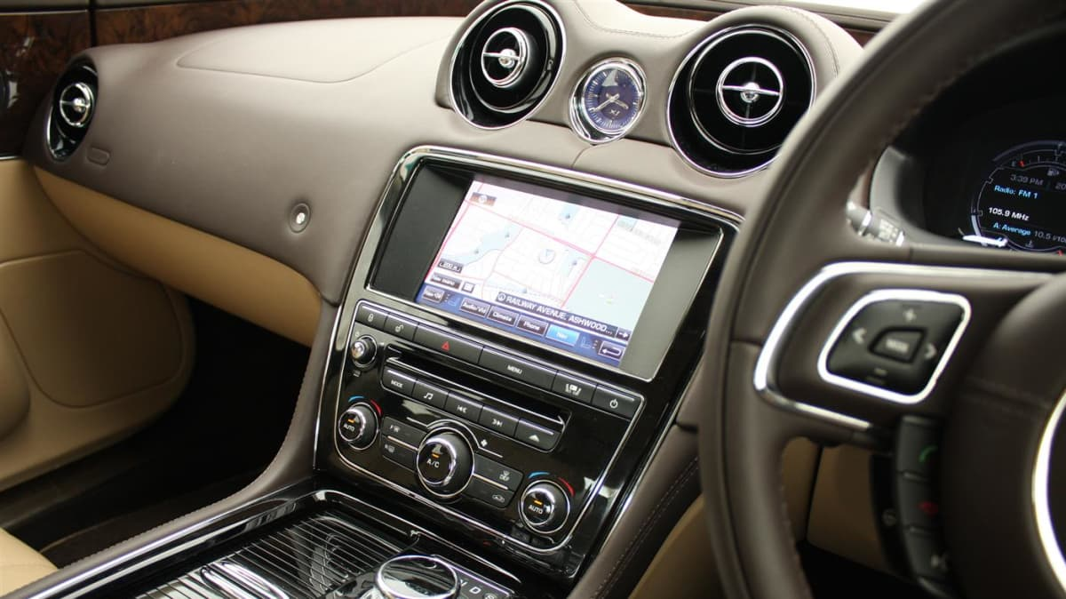 2011_jaguar_xj_diesel_road_test_review_12