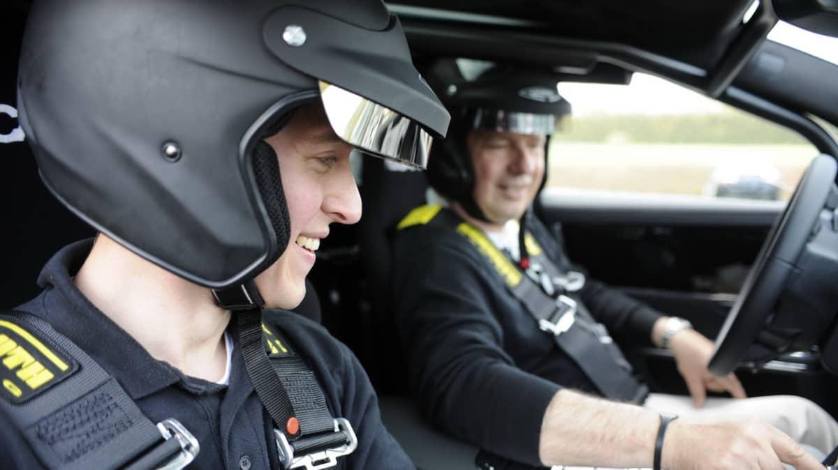 jaguar_xj_supersport_nurburgring_taxi_08