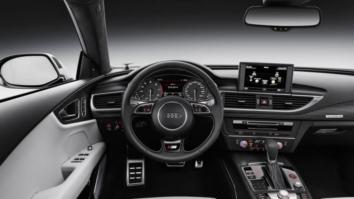 Cockpit    Verbrauchsangaben Audi S7 Sportback 4.0 TFSI quattro:Kraftstoffverbrauch kombiniert in l/100 km: 9,6;CO2-Emission kombiniert in g/km: 225   2015 Audi S7