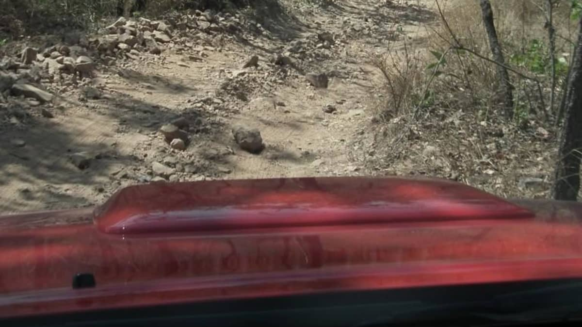 2012_toyota_hilux_road_test_review_05
