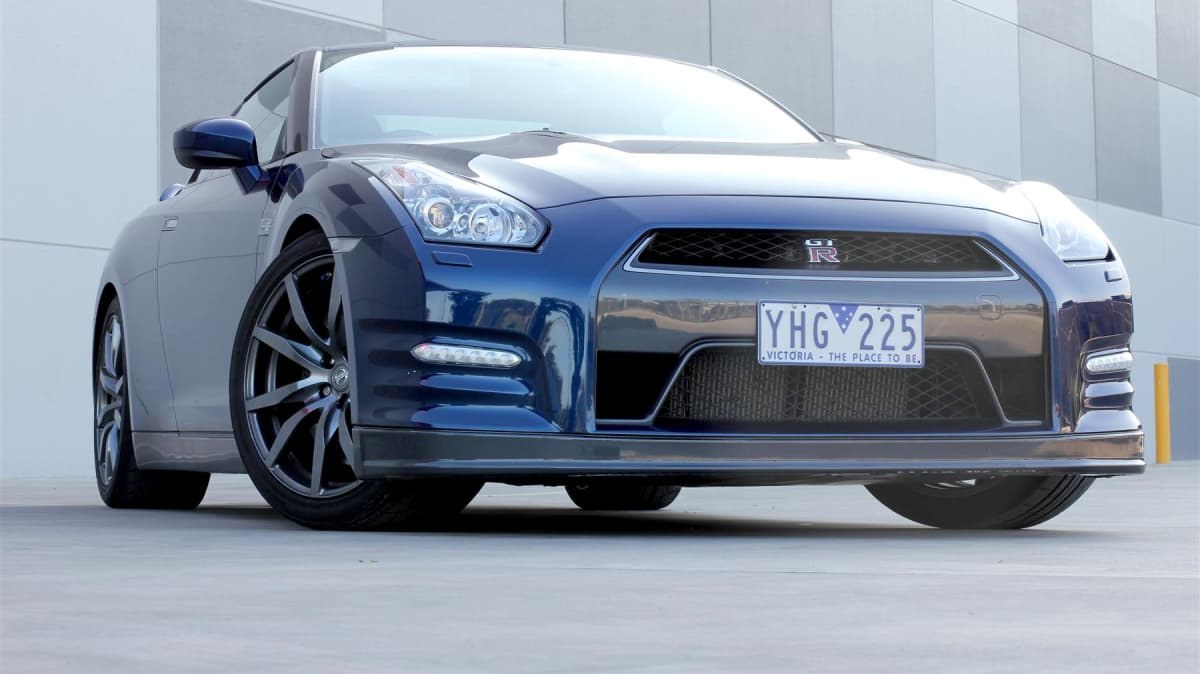 2011_nissan_gt_r_review_00