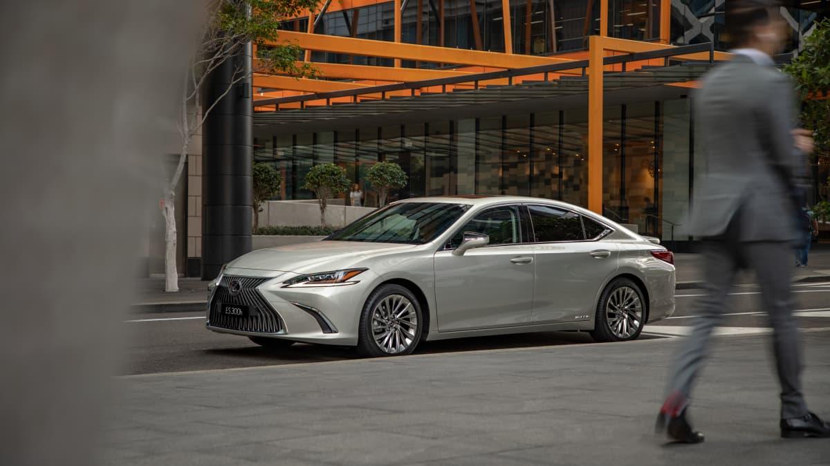 Lexus ES arrives as hybrid only