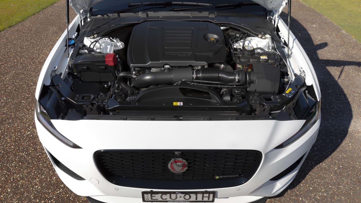 2020 Jaguar XE review-1