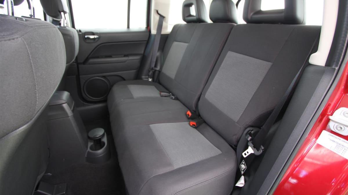 2011_jeep_patriot_sport_review_interior_20