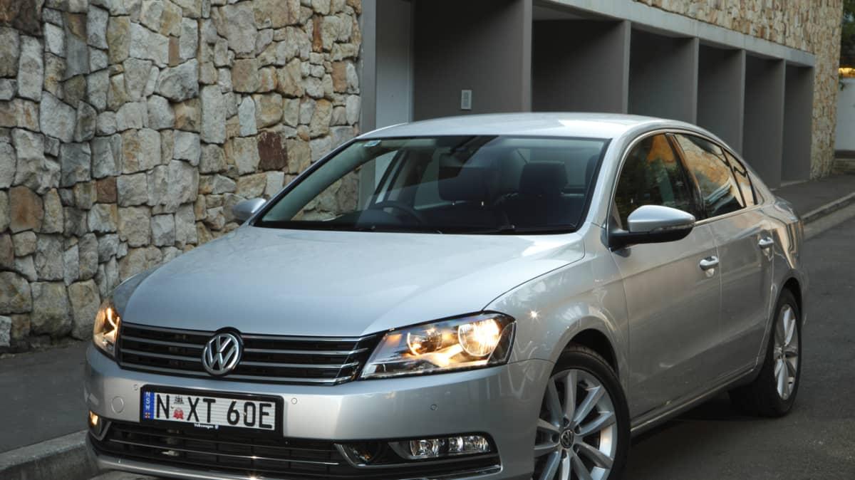 2011_volkswagen_passat_sedan_australia_125tdi_highline_05