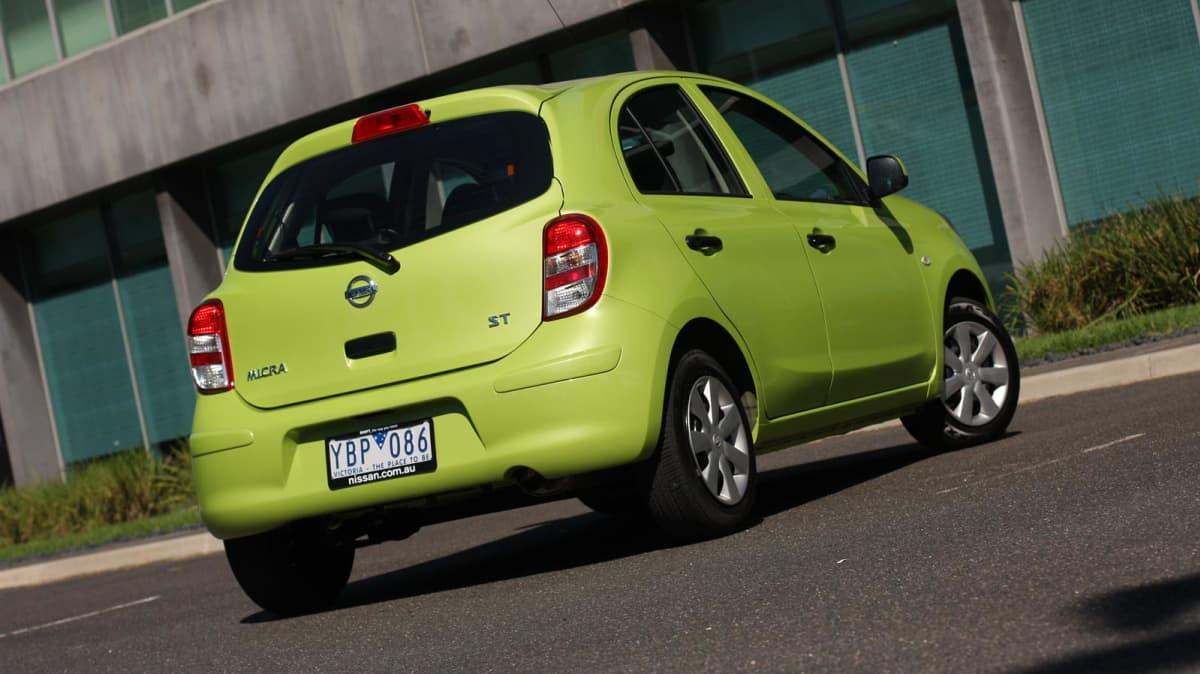 2011_nissan_micra_st_road_test_review_09