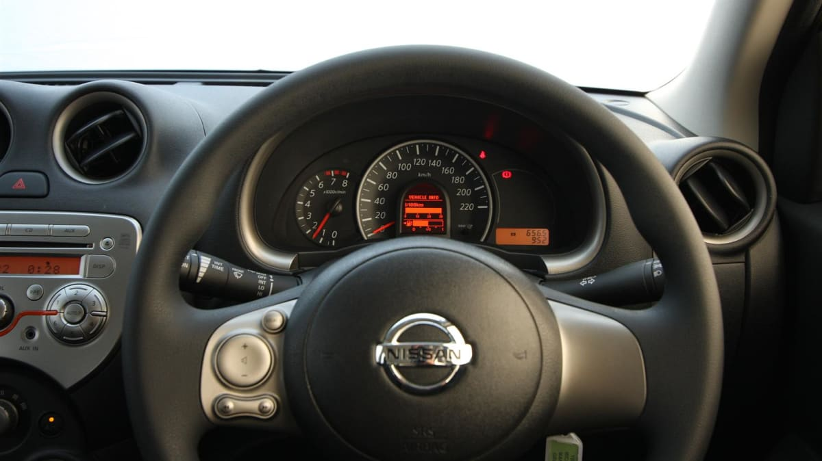 2011_nissan_micra_st_road_test_review_03