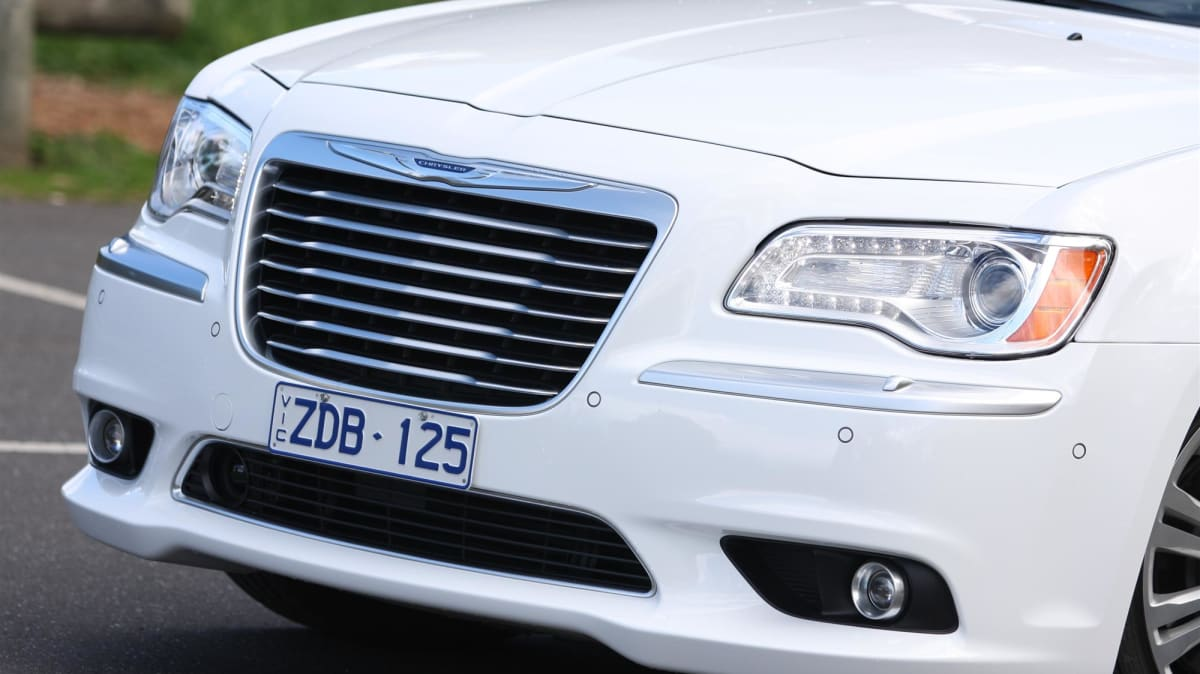 2012_chrysler_300_crd_luxury_review09