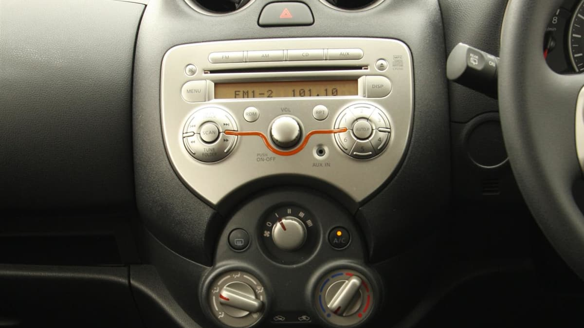 2011_nissan_micra_st_l_roadtest_review_26
