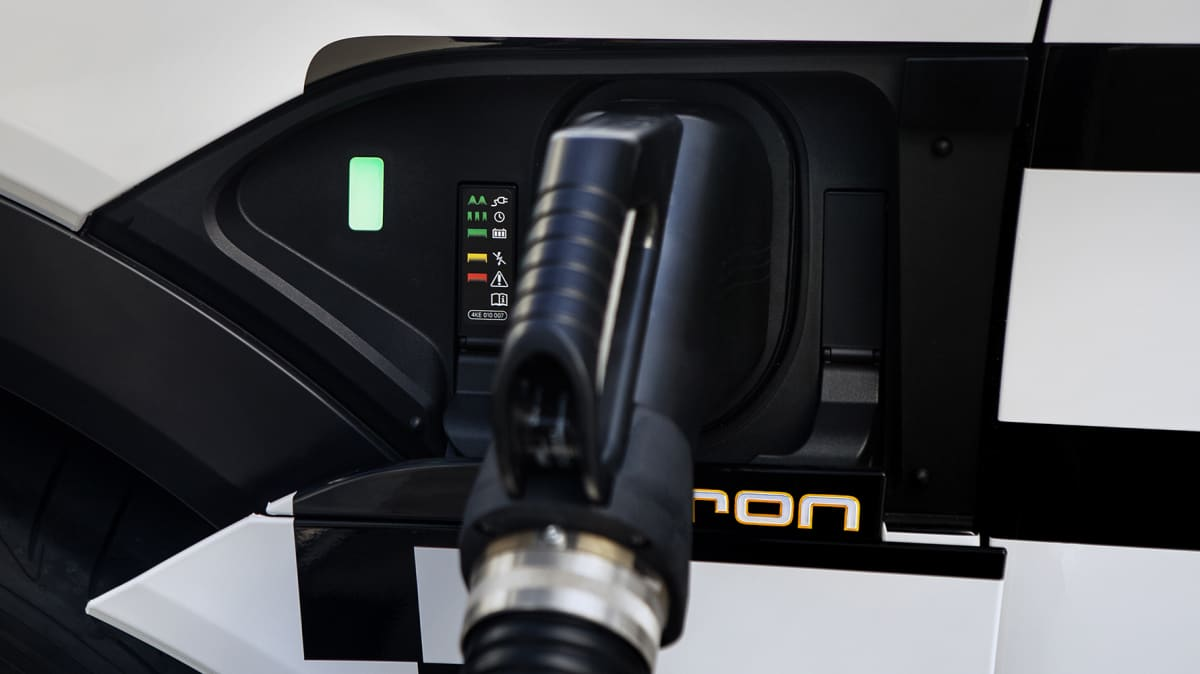 Which electric car has the best battery warranty?