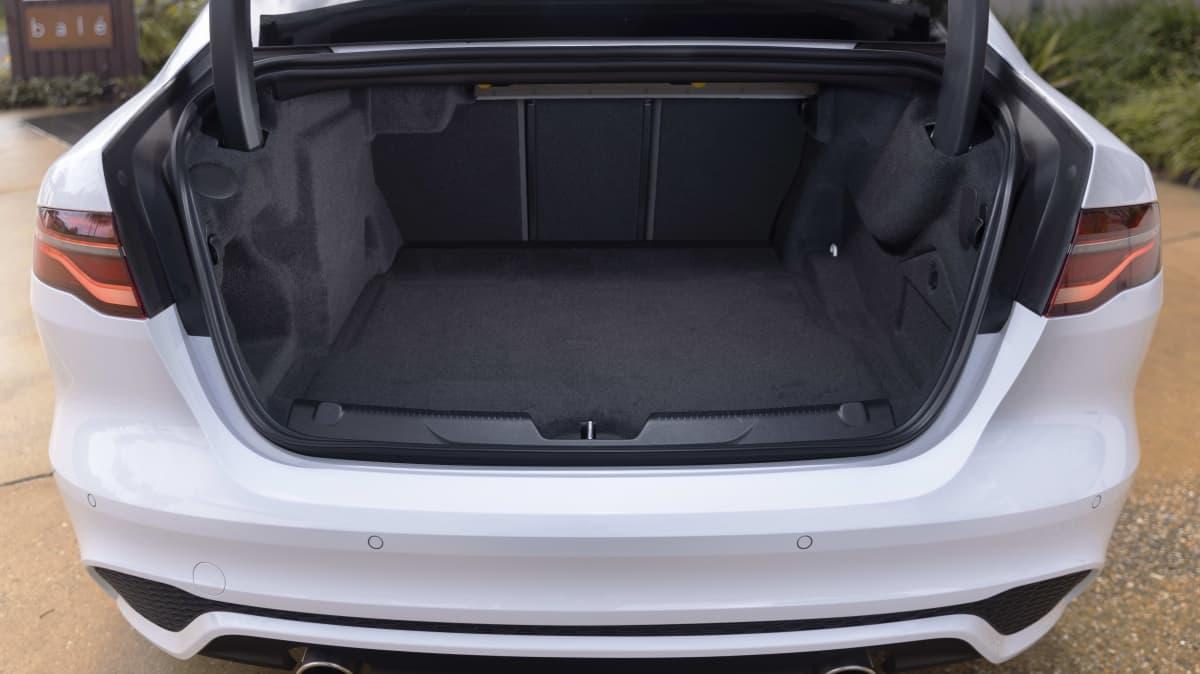 2020 Jaguar XE review-4