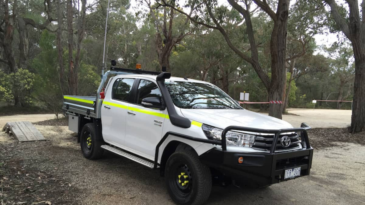 2015_toyota_hilux_4x4_review_02
