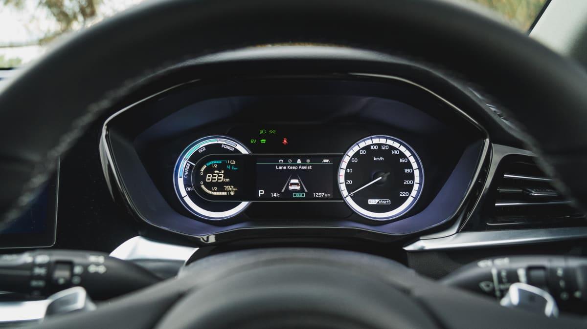 2021 Kia Niro PHEV Sport review-0