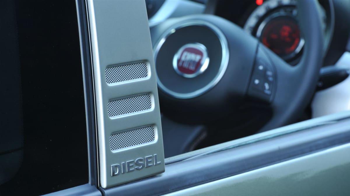 fiat_500_diesel_badge_0003