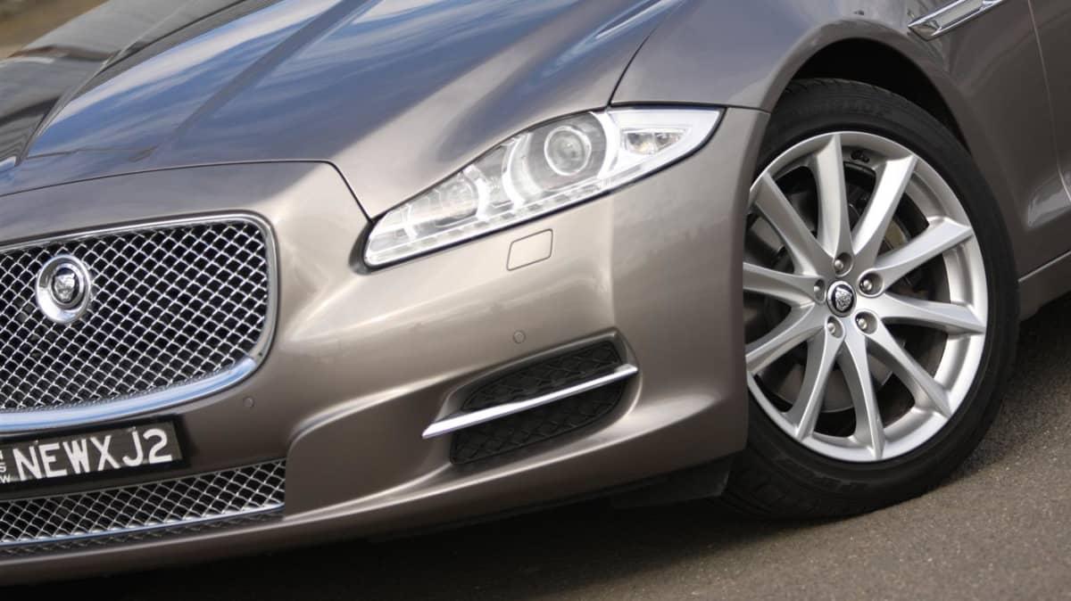 2011_jaguar_xj_diesel_road_test_review_04a