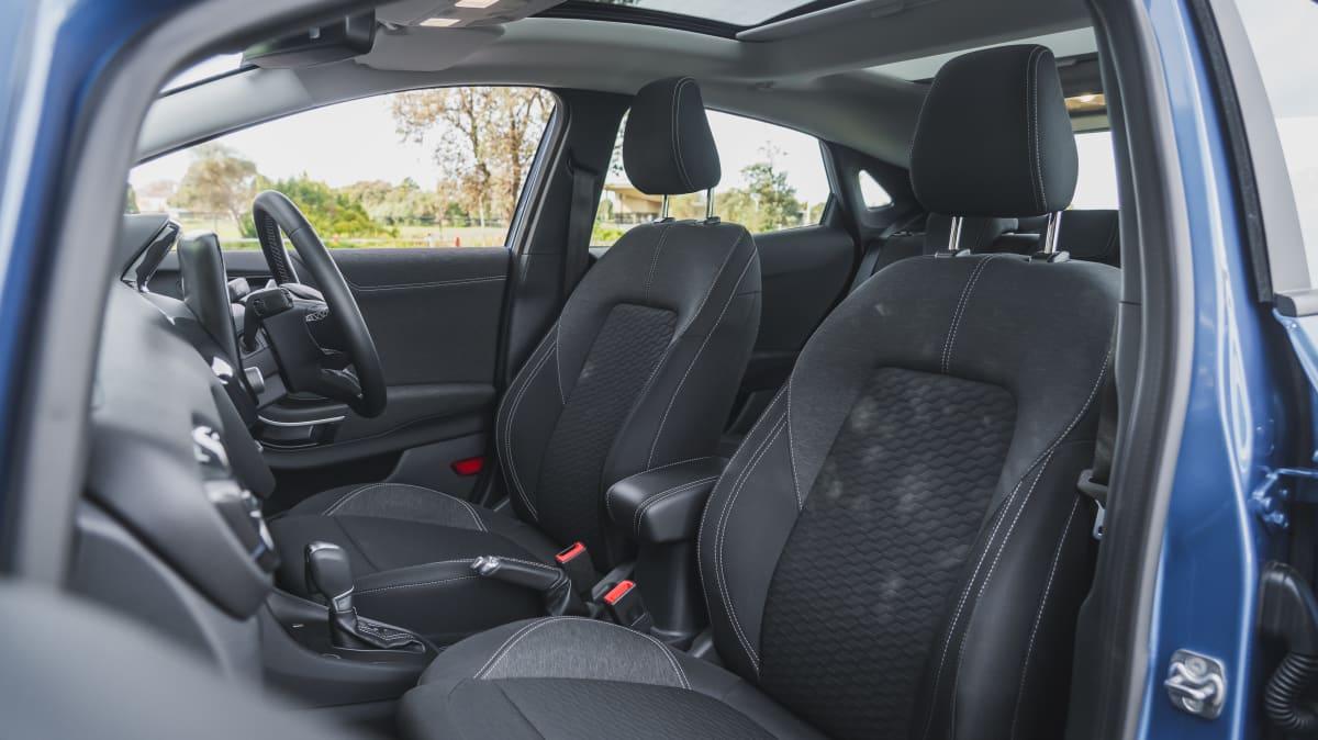 2021 Ford Puma v Mazda CX-3 Maxx Sport LE-2