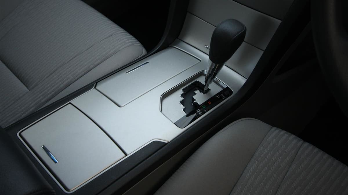 2010_toyota_aurion_at_x_road_test_review_header_08