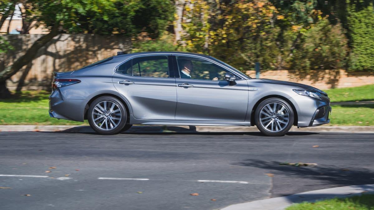 2021 Toyota Camry SL Hybrid review-1