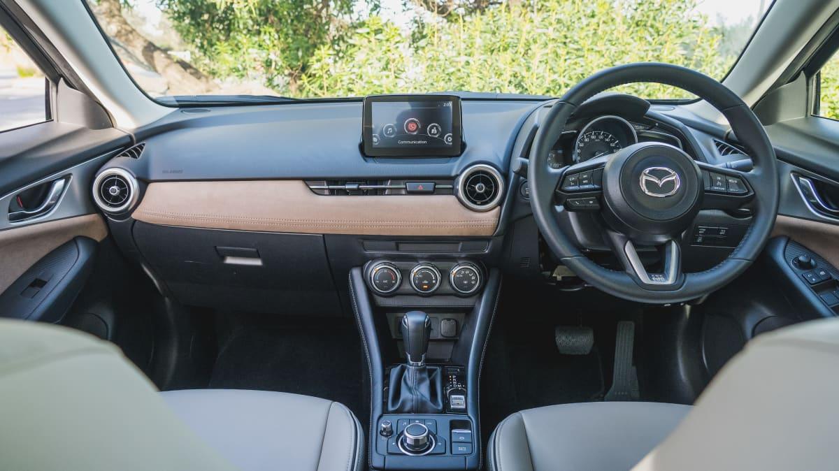 2021 Ford Puma v Mazda CX-3 Maxx Sport LE-4