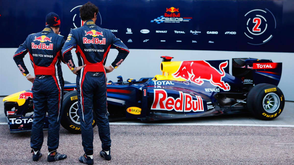 2011_red_bull_rb7_f1_race_car_09
