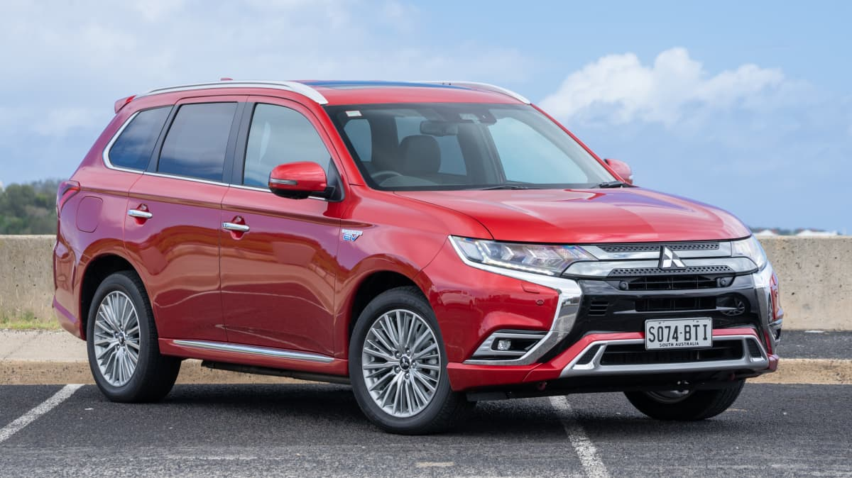 Mitsubishi Outlander PHEV Exceed 2018 she says, he says review-1
