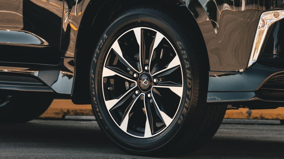 2021 Lexus LX570 S review-0