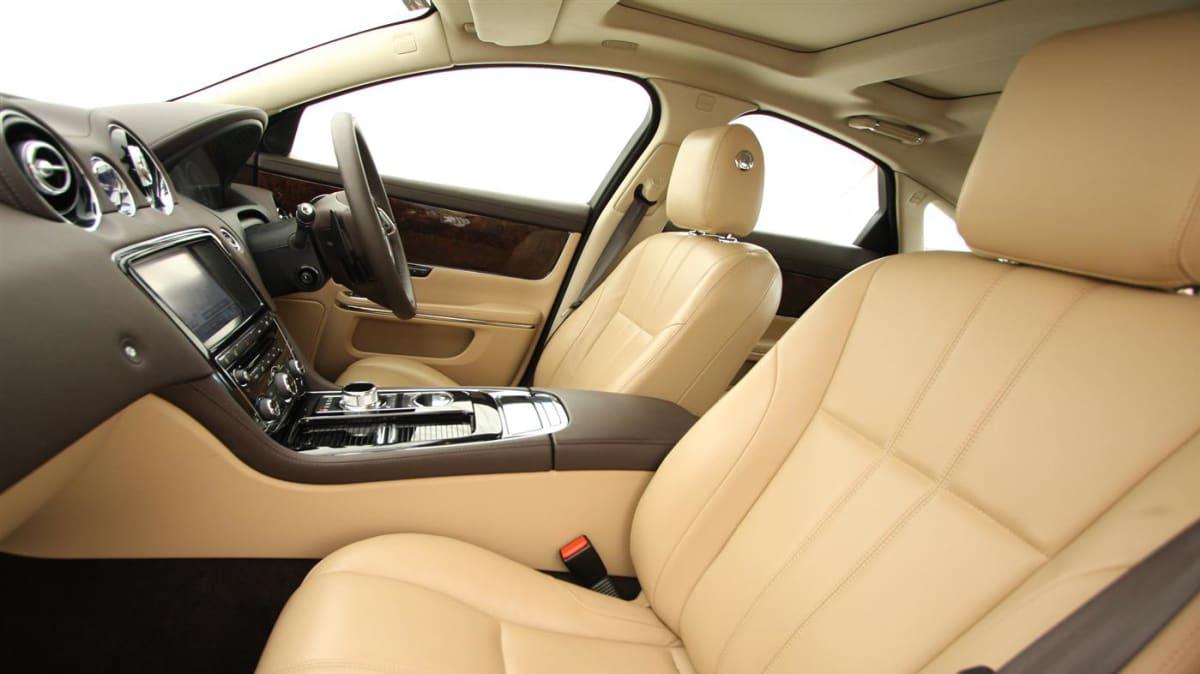 2011_jaguar_xj_diesel_road_test_review_17