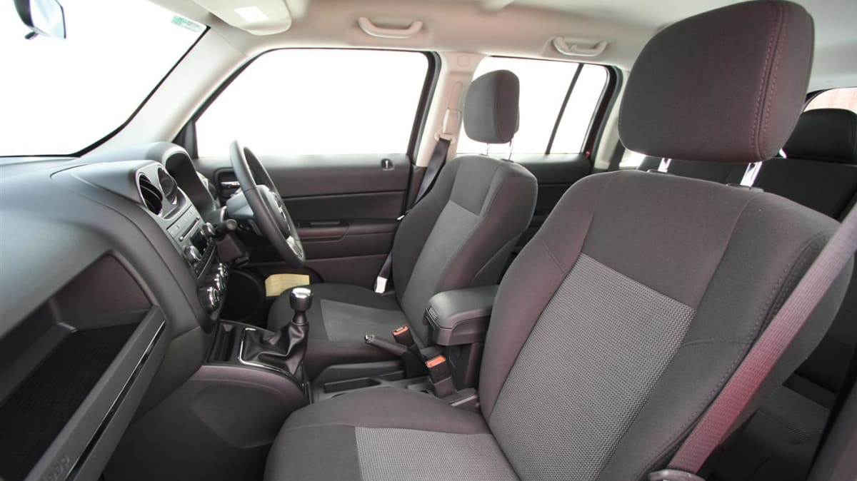 2011_jeep_patriot_sport_review_interior_18