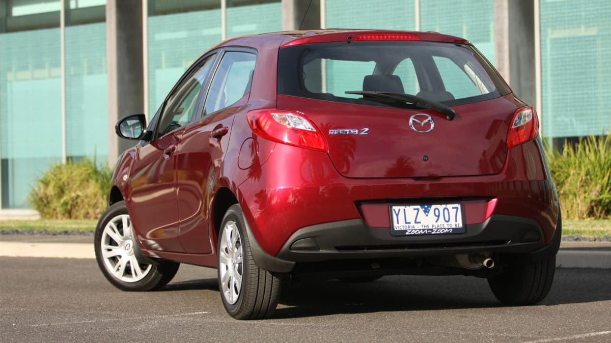 2011_mazda2_neo_review_00d