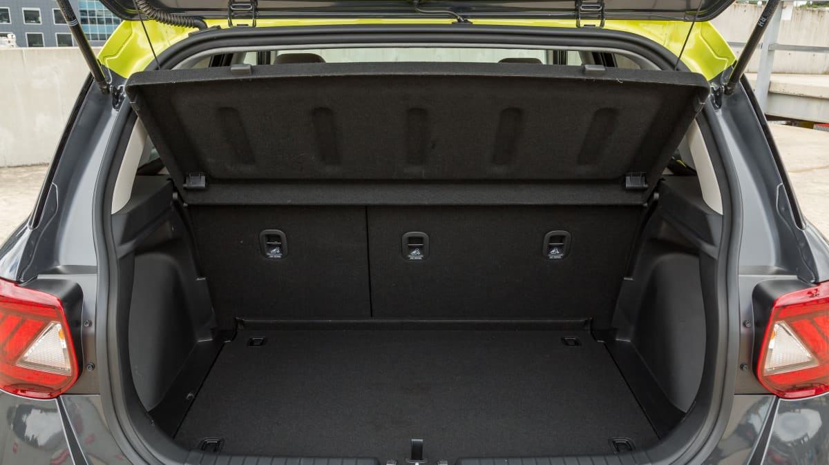 2020 Volkswagen Polo Style 85TSI v Hyundai Venue Elite-4