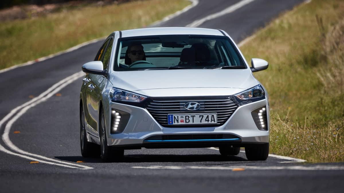 Hyundai Ioniq 2018 new car review-3
