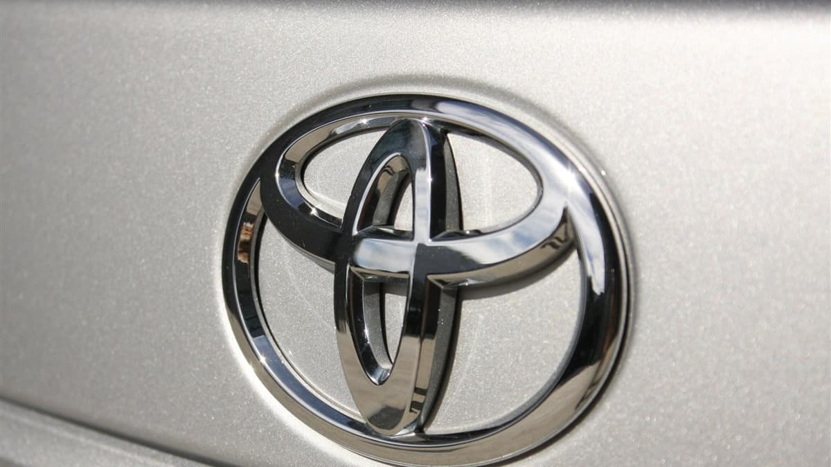 2010_toyota_aurion_at_x_road_test_review_header_22