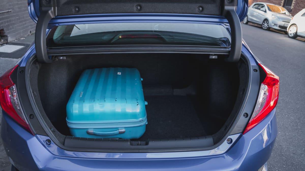 2019 Honda Civic VTi-L sedan review-2