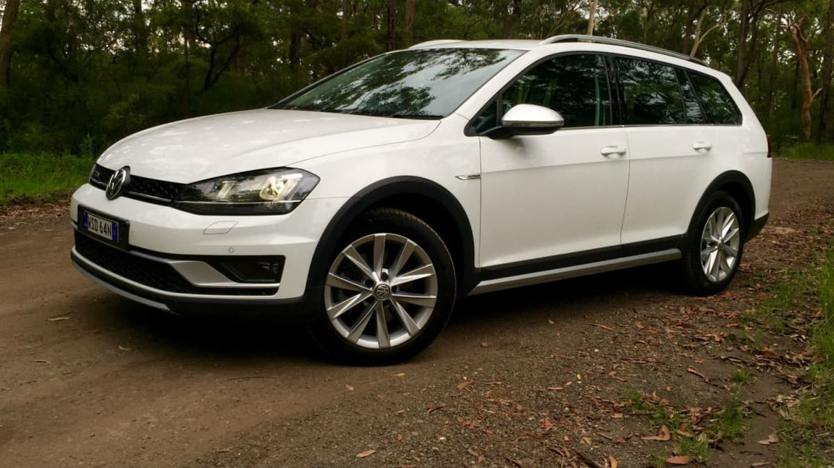 2016 Volkswagen Golf Alltrack REVIEW   Smart, Grippy (And Leather For Free)
