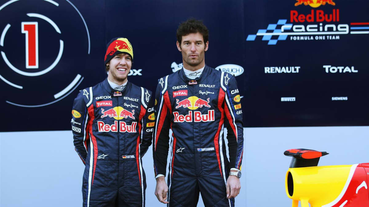 2011_red_bull_rb7_f1_race_car_10