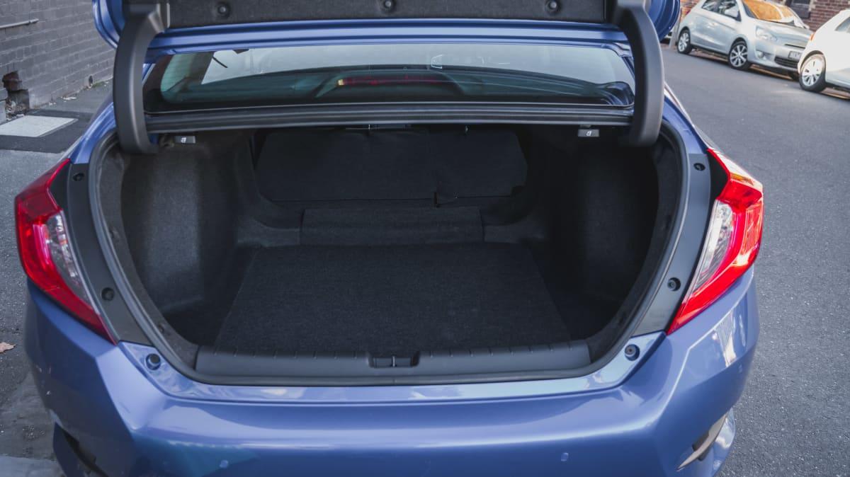 2019 Honda Civic VTi-L sedan review-3