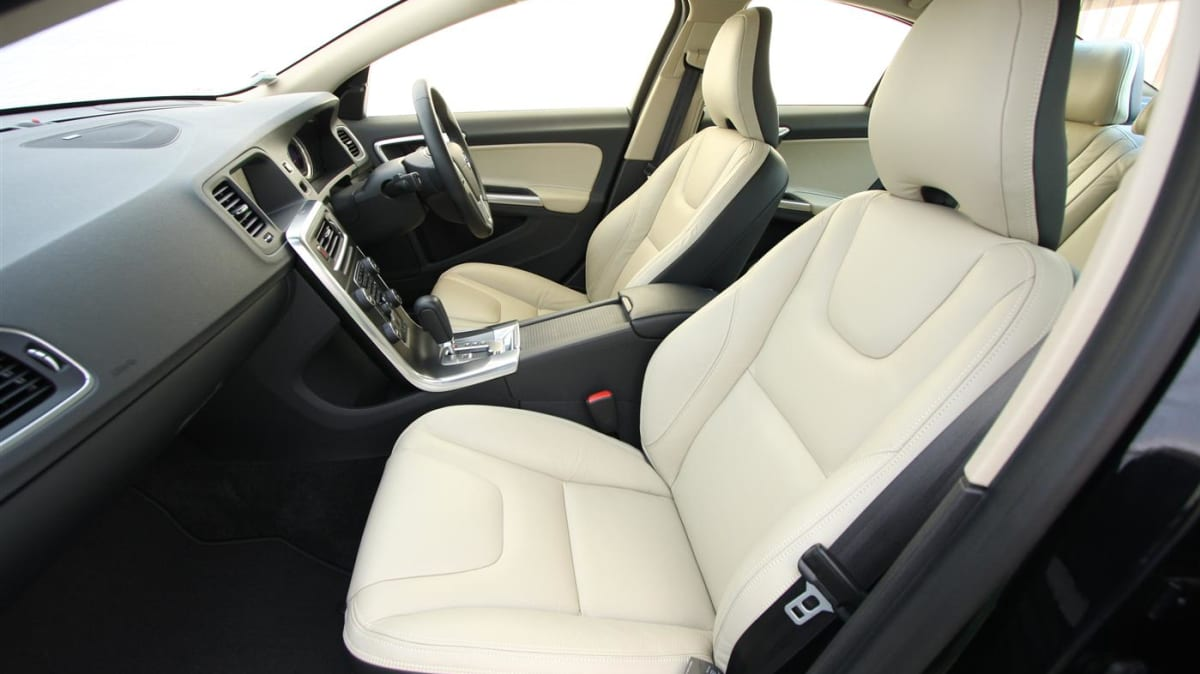 2011_volvo_s60_t6_roadtest_review_31