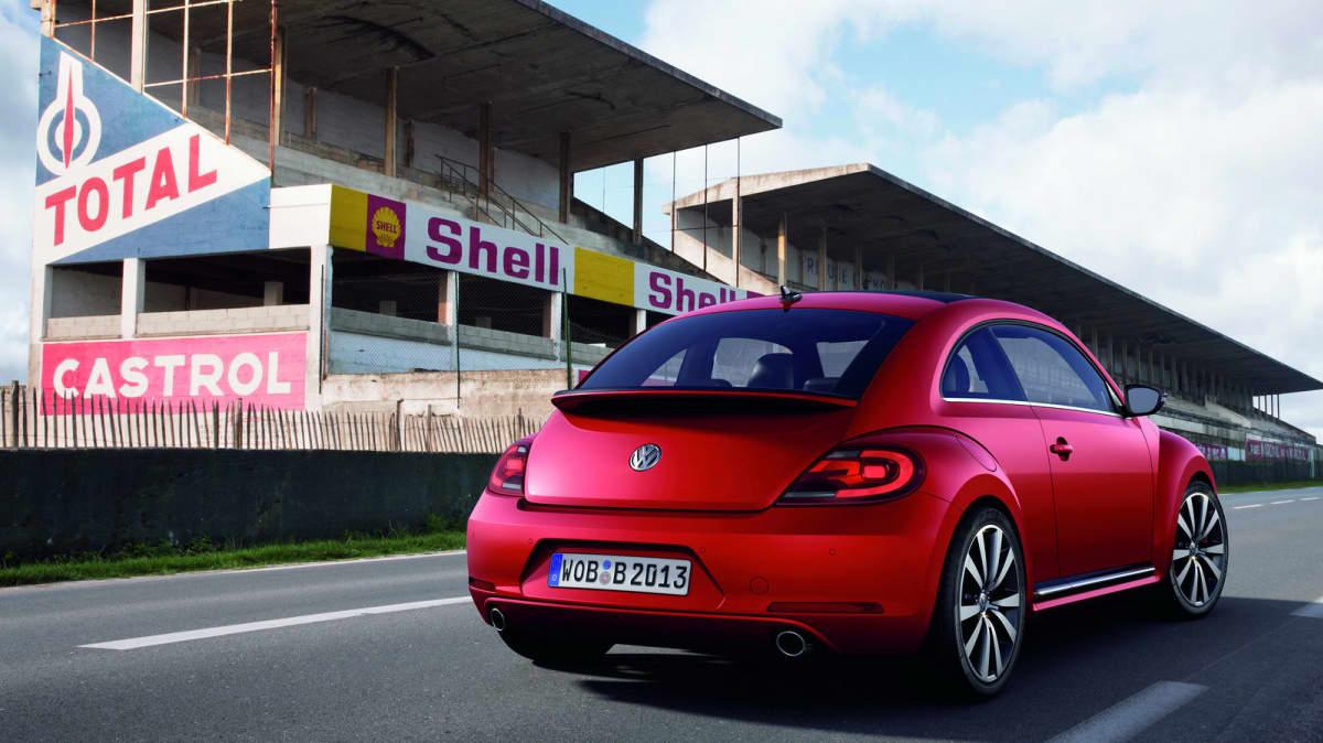 2012_volkswagen_beetle_15