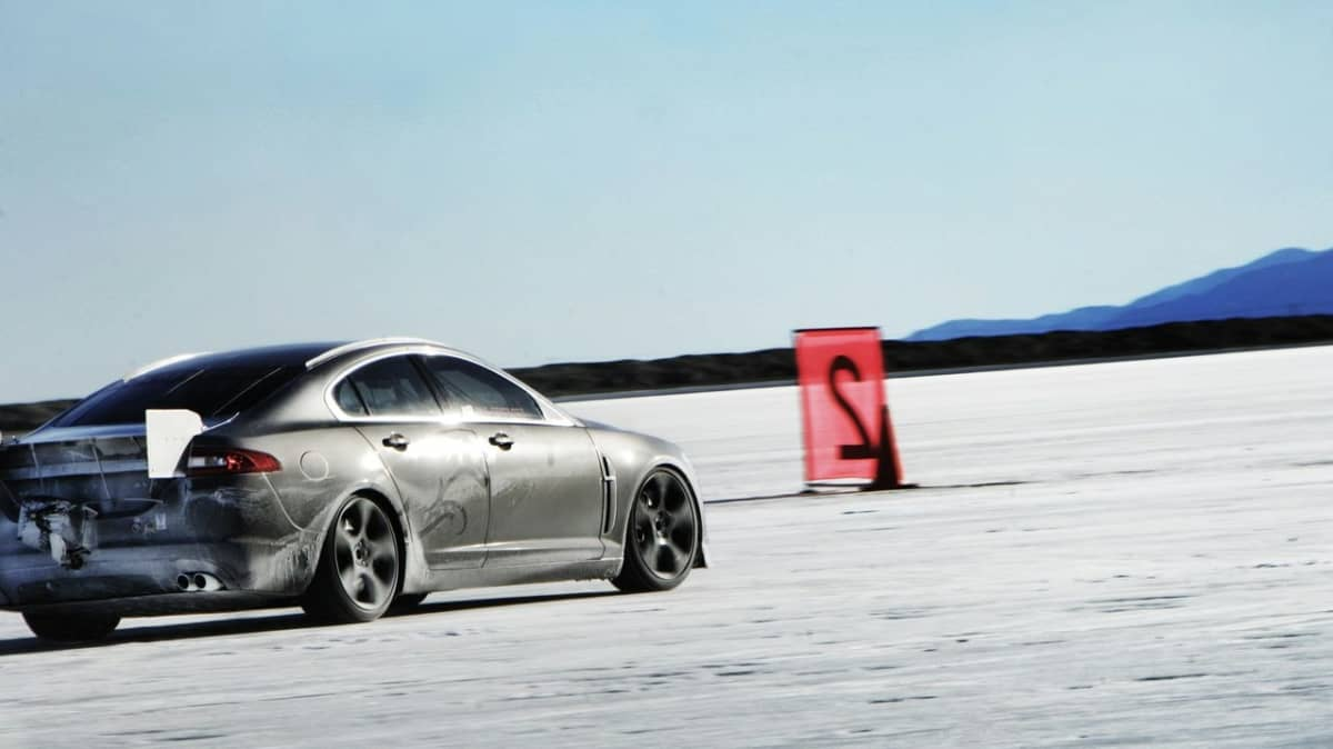 jaguar-xfr-prototype-at-bonneville-salt-flats_4.jpg