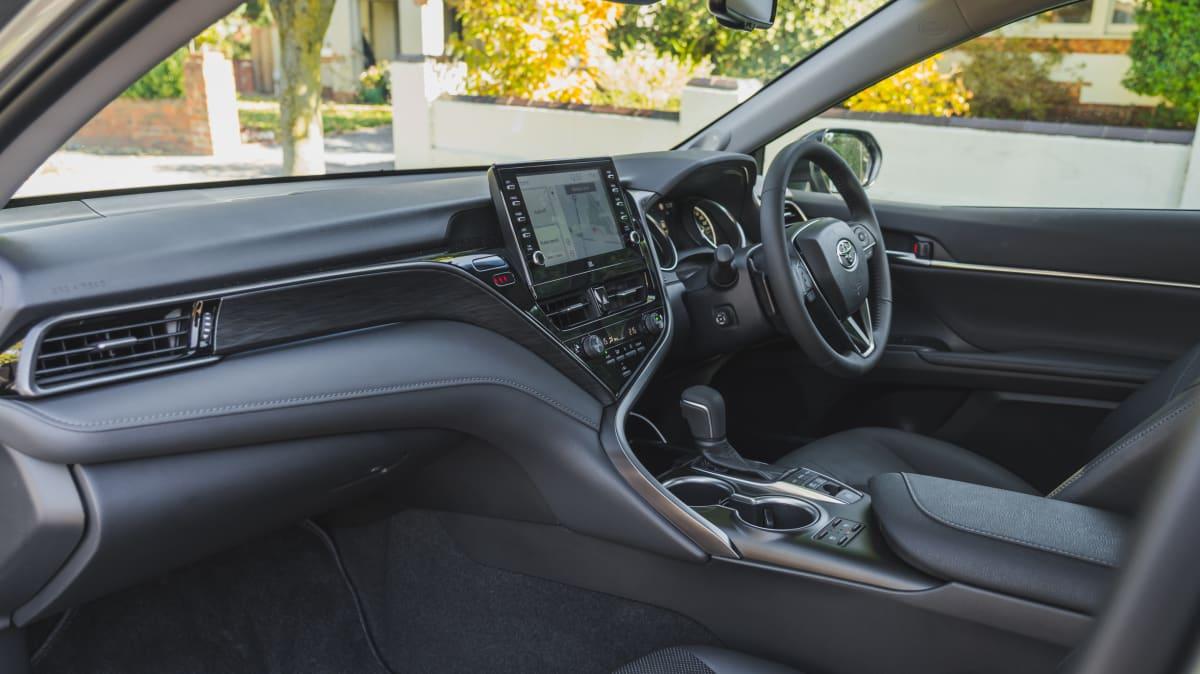 2021 Toyota Camry SL Hybrid review-4