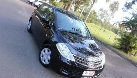 2011 Nissan Tiida ST Hatchback
