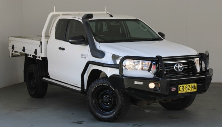 2018  Toyota Hilux Sr Cab Chassis Extra Cab