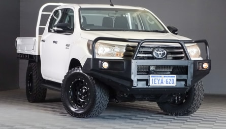2015  Toyota Hilux Sr Cab Chassis Double Cab